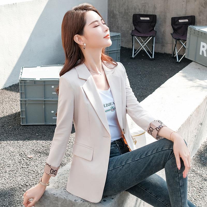 杏色小西装外套女短款春秋2021年新款休闲气质修身小个子薄款西服
