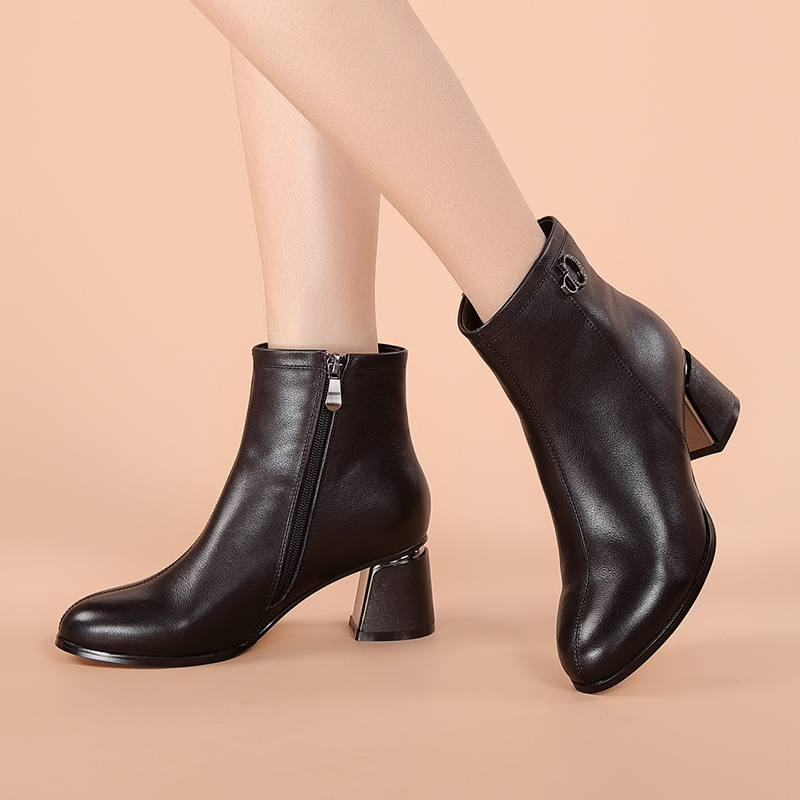 Womens shoes 2020 winter leather versatile boots high heeled Martin boots casual British warm Plush thick heel short boots