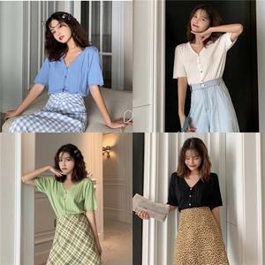 2019秋季韩版短袖针织衫时髦贝壳扣显瘦V领中袖开衫外搭上衣女