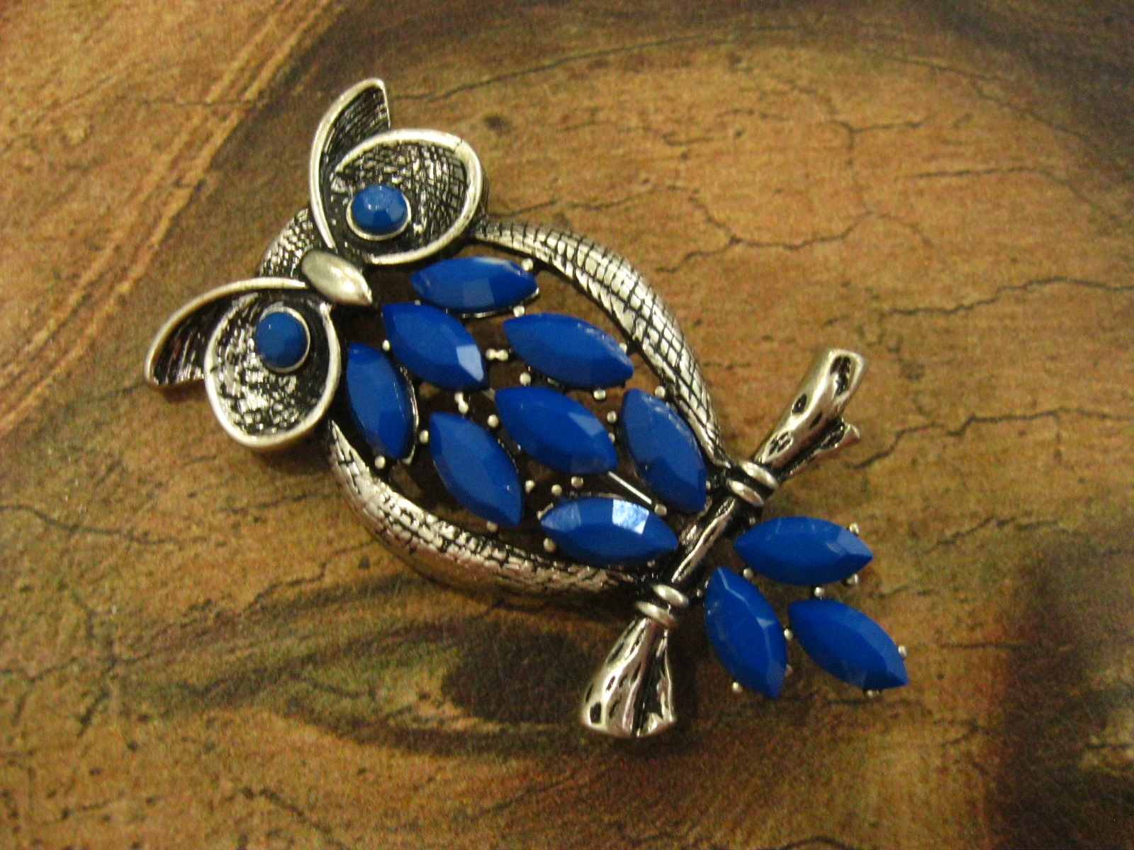 European and American style burn silver hollow blue gem owl hollow palace style Brooch 2019