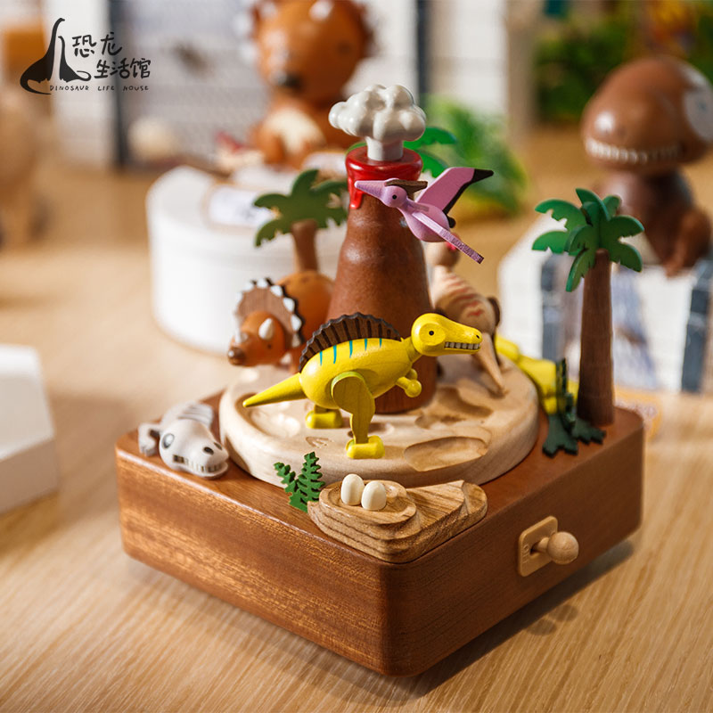 Changzhou Chinese dinosaur garden rotating music box eight tone box wooden birthday girl girlfriend creative Valentine's Day gift