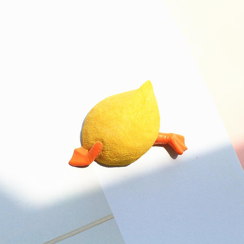 日系 可爱的鸭子pp 小感 情侣礼物黄鸭 胸针 徽章 立体