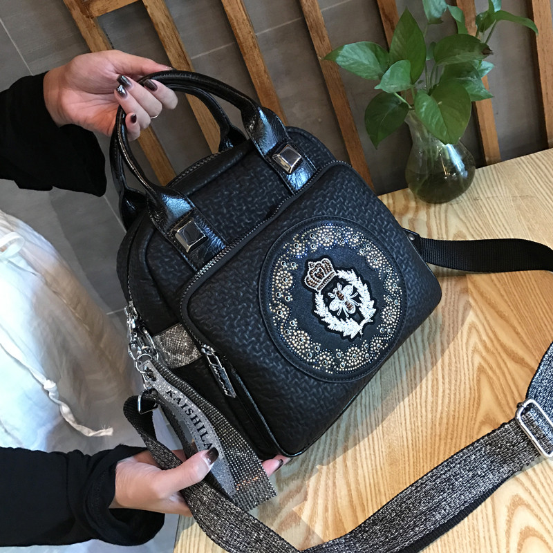Versatile leisure bag Single Shoulder Messenger Bag fashionable Vintage Embroidery inlaid diamond handbag soft leather bag womens new 2019