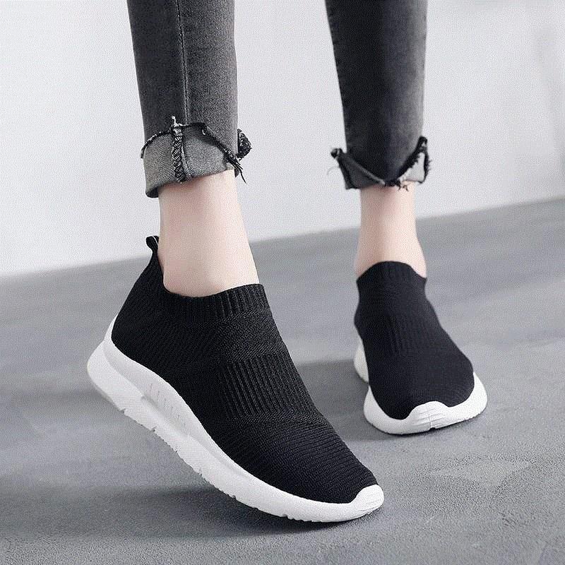 靴ひもなしの女性用の靴はリボンなしの運動靴です。女性用の怠け者用の靴は靴ひもなしの靴です。