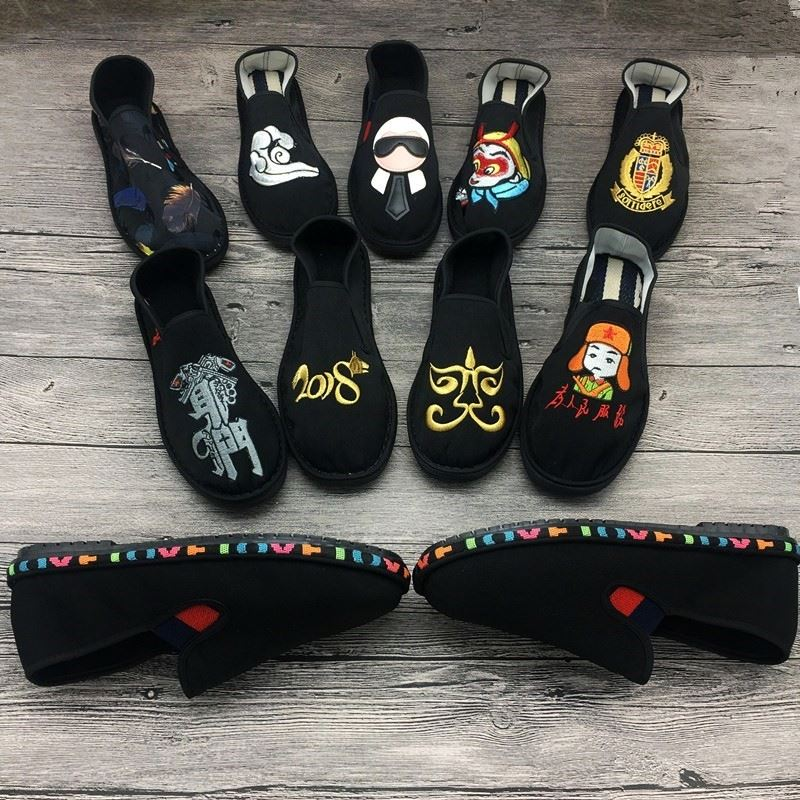 Fashion mens single V shoes and new pattern womens shoes mens embroidered cloth shoes cloth art breathable womens ghost face canvas