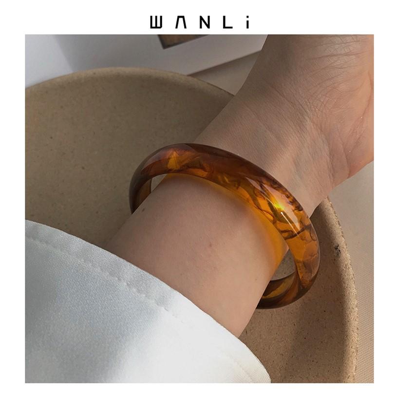 Milo minimalist ornament with a charm inside, amber acrylic minority bracelet, female European and American retro minimalist