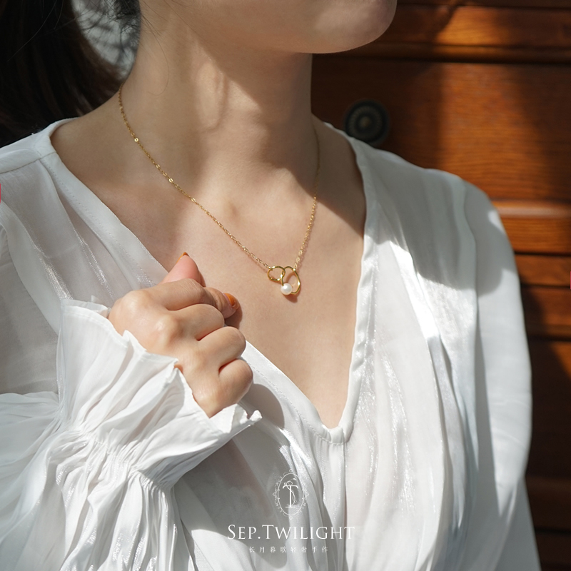 Love at first sight all over the United States 14K Gold covered bright natural freshwater pearl necklace clavicle Chain Pendant