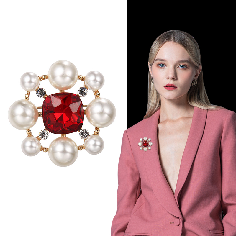 Brooch female fashion personality Korean retro luxury atmosphere high grade pearl coat sweater Brooch Pin decoration