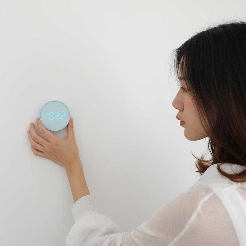 中国夜光静音床头宿舍学生用多功能磁吸电子时钟c2智能时计器闹钟
