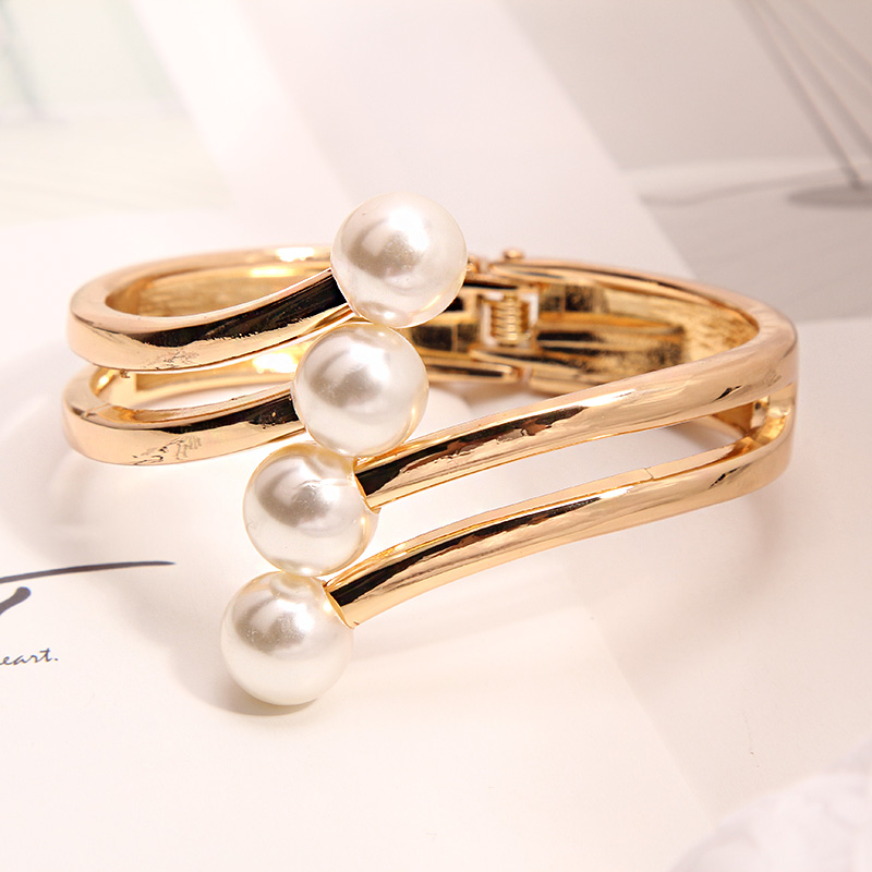 Beautiful personality exaggeration net red pearl open Bracelet female Korean fashion versatile clothes Cuff Bracelet accessories