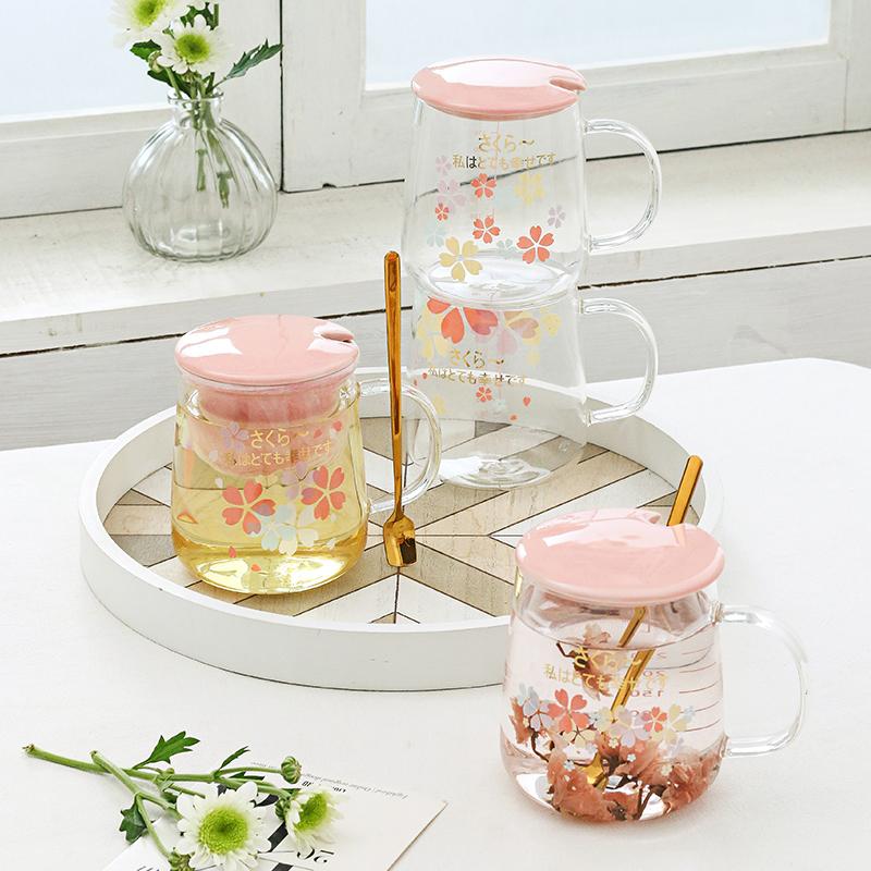 日系INS樱花杯子耐热玻璃水杯办公室花茶杯子带刻度马克杯带盖勺