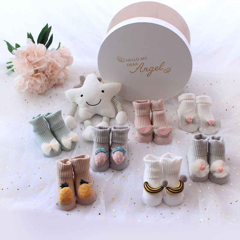 Korean spring and autumn baby princess socks toys gift box set new children baby full moon 100 days old gift