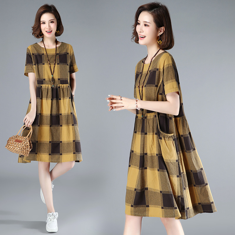2020 summer new mid length Plaid Dress with retro foreign temperament large womens loose age reducing fishing