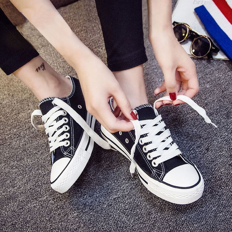 Black is suitable for low top and flat bottomed teenagers, light and antiskid, casual and small Korean new canvas shoes for female lovers