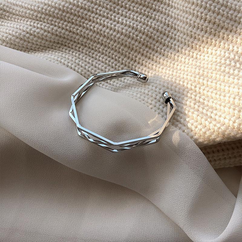 Ins fashion 3D visual geometry open Bracelet female hand jewelry net red cool wind niche Design Bracelet cool hand.