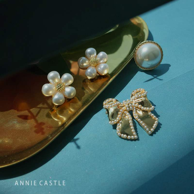 Annie flower | decorative practical anti light shell geometric round small collar pin Pearl Flower Brooch nail buckle