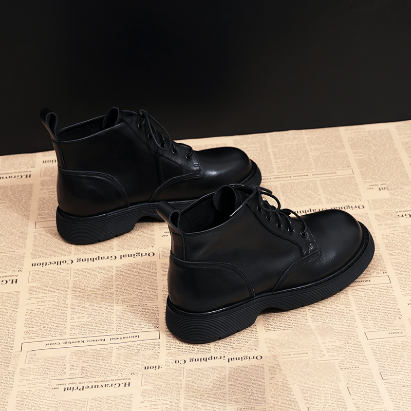 Autumn new large womens boots 41-43 fashion casual flat bottomed short boots womens leather versatile Martin boots womens shoes 42