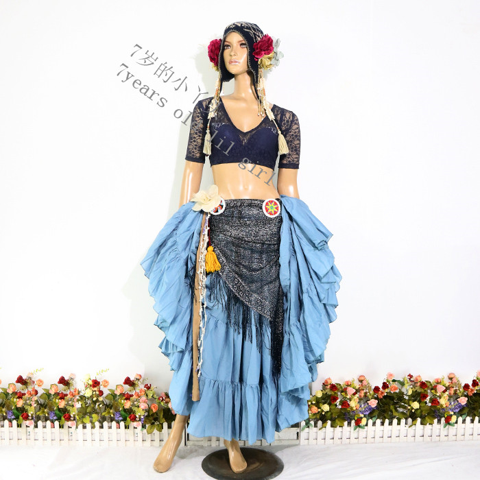 The belly dance of a new 5-dress girl with lace training