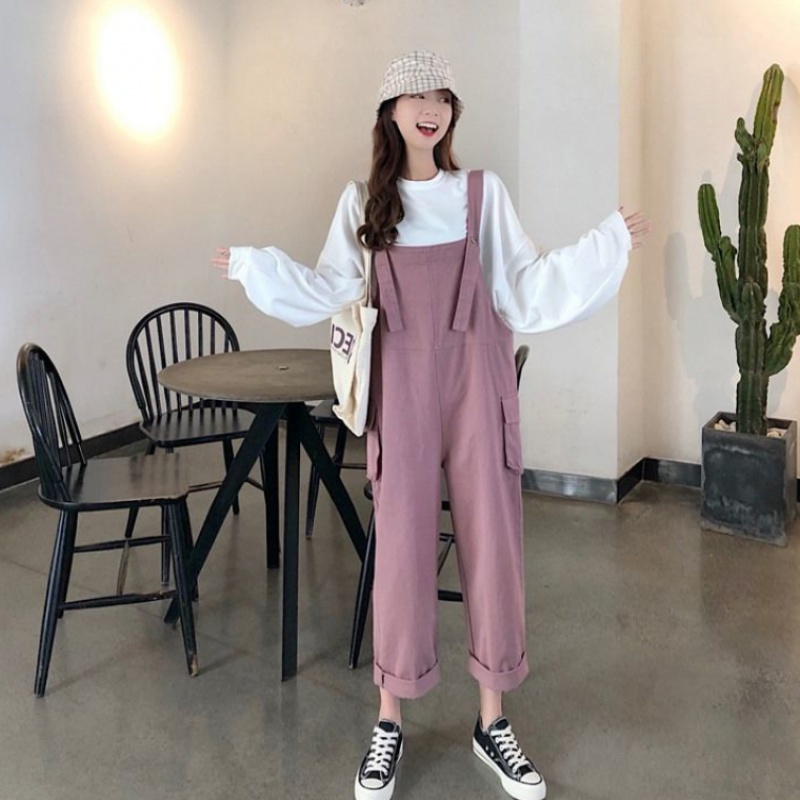 The new summer tooling straight tube strap is thin and loose, and the Korean style pocket reduces the age, and the loose suspender one-piece pants.