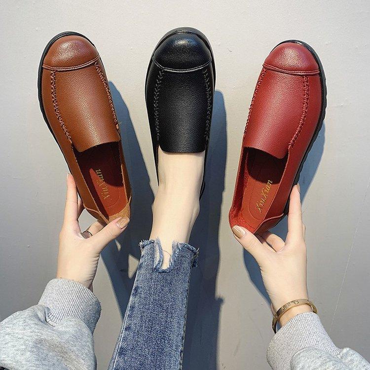 中年大码皮女鞋单鞋女春秋新款妈妈鞋中老年奶奶平底皮鞋防滑软底