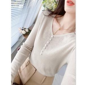 手工钉珠V领显瘦柔软羊毛针织衫女秋季新款温柔风气质长袖上衣