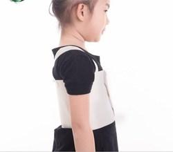 收肋骨外翻的束腰带鸡胸矫正仪器固定 青少年背心儿童调整助夏。