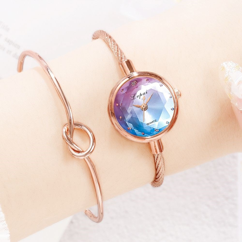The new womens watch in 2020 is small, exquisite and extremely simple, students simple temperament, small and fresh bracelet watch