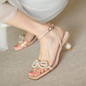 2021年夏季法式淑女珍珠蝴蝶结仙女风甜美高跟一字带公主凉鞋女夏