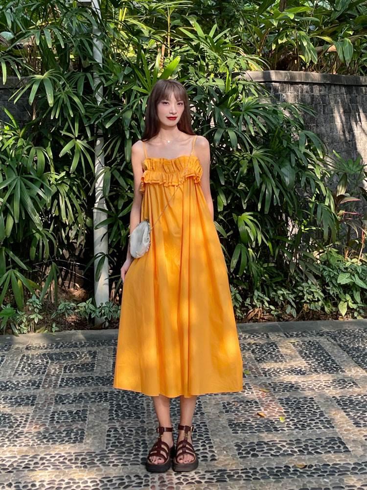 我在外面有猫 夏日果粒橙显白宽松花边裙吊带连衣裙夏季