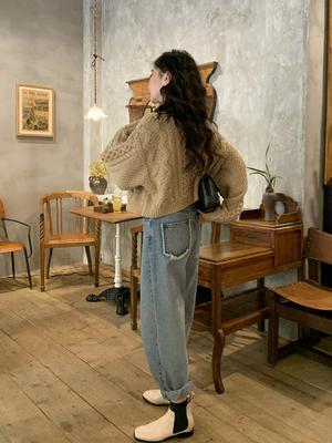任小艺慵懒风短款牛角扣毛衣羊毛开衫外套女设计感小众秋针织上衣