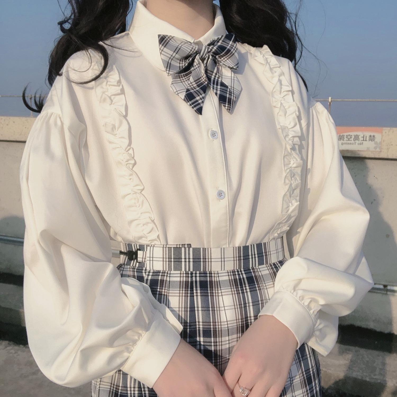 上着は白妹のランタンの袖の中にシャツを掛けます。学生のロリータはゆったりしています。