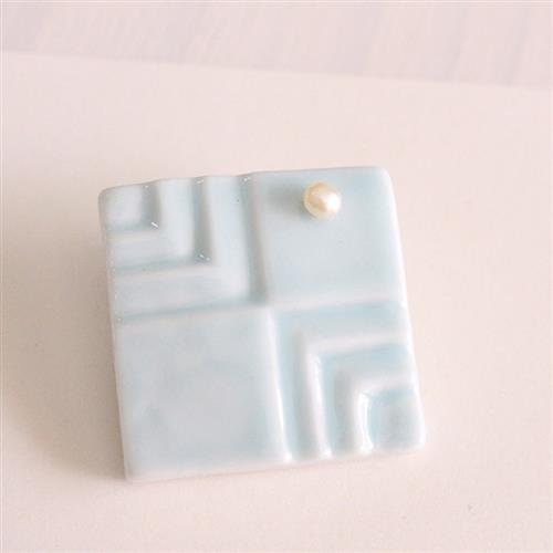 Flowing water relief B geometric quadrilateral inlaid Pearl Brooch sweater needle scarf buckle