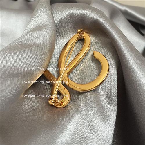 Letter versatile geometric pin 24K Gold Brooch fresh badge K badge suit spot Brooch high pearl
