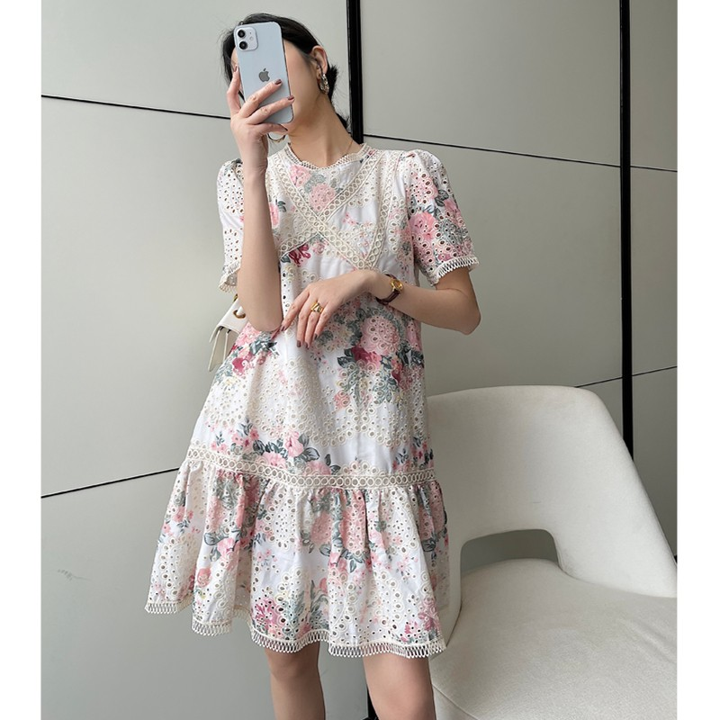 Xiaoxiang dress womens 2021 summer new Korean hollow out embroidery version a slim embroidery medium length dress