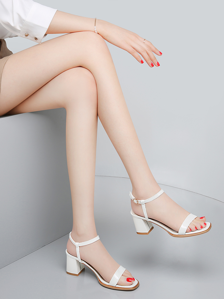 Simple word with high heels, leather sandals, womens thick heels, good-looking, bright leather show temperament, shoe women popular this year