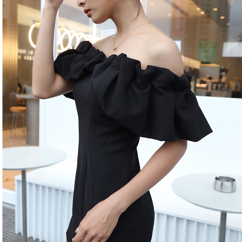 Slim dress 2021 new womens summer off shoulder small black skirt with one neck and waist long skirt showing thin and buttocks