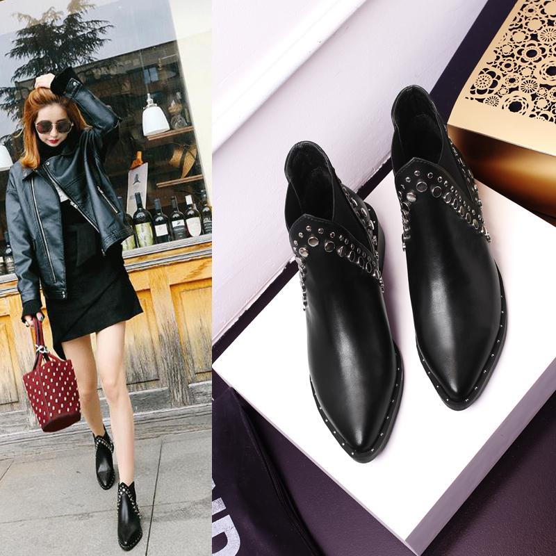 秋冬季特大码女鞋40-41-43新款短靴女平底尖头铆钉英伦切尔西靴子
