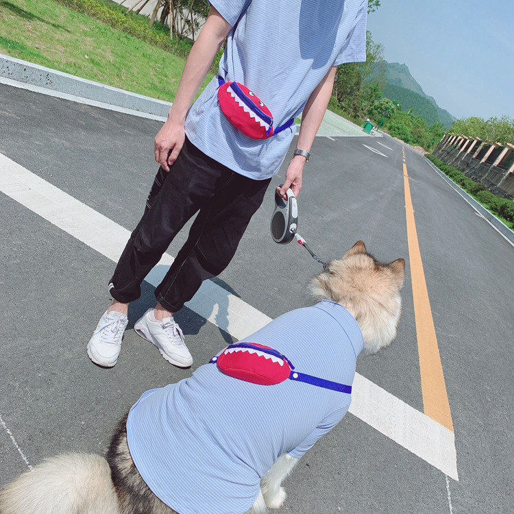 猫咪狗狗防掉毛衣服夏薄款大型犬人宠物服装亲子装小怪物背包T恤