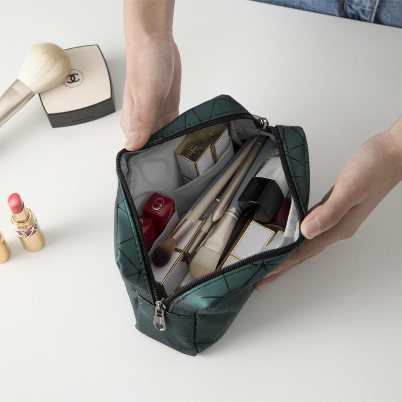 网红化妆包ins风超火女小号便携大容量旅行防水洗漱包品收纳袋盒