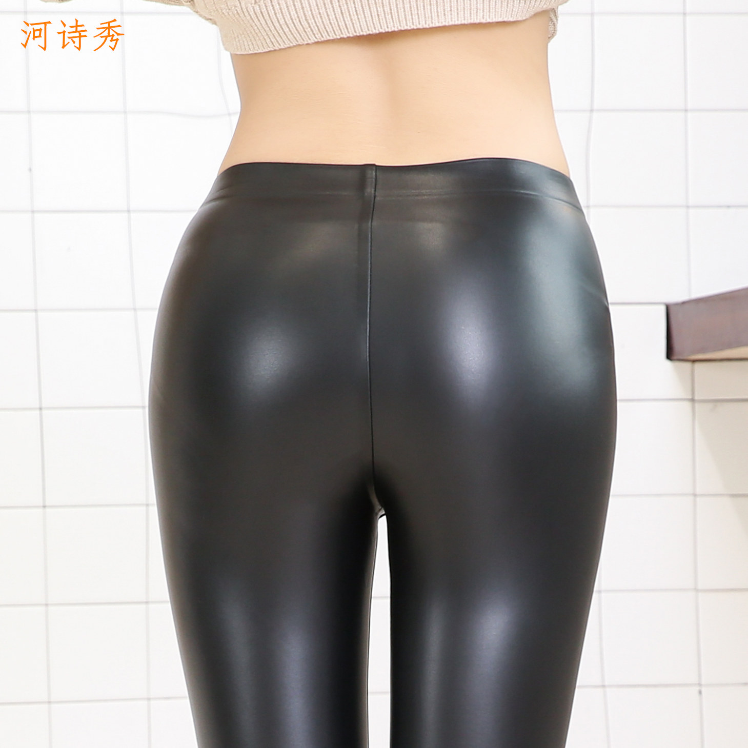 New seamless leather pants for women in autumn and winter of 2019