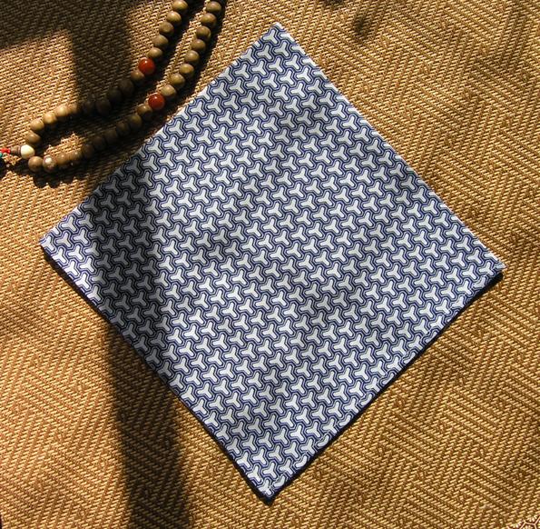 和风蓝白三角几何纹,纯棉小方巾头巾围巾户外帕发带。满包邮。