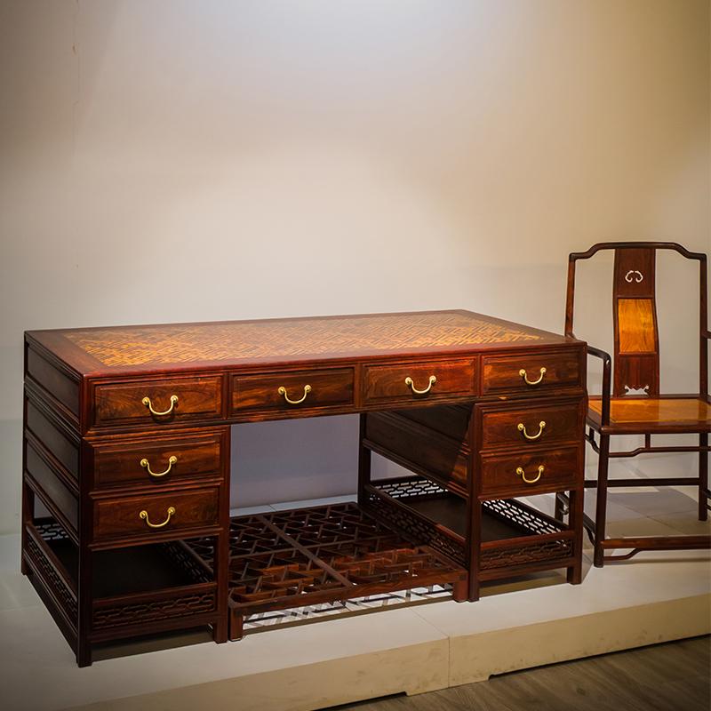 紫檀は黄花梨文房のテーブルと椅子をはめ込んでいます。