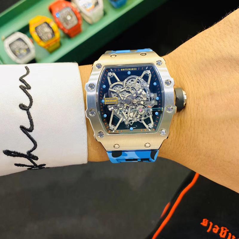 大きい文字盤全自動機械腕時計ミラー透かし鋼ケース防水型の男性腕時計です。