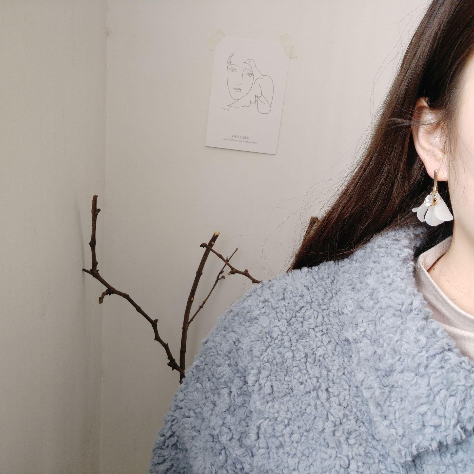 中國代購|中國批發-ibuy99|耳钉|韩国东大门新款设计白色花瓣耳环韩版少女心花朵锆石耳钉耳饰品女