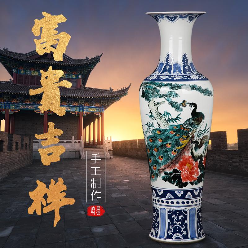 景徳鎮陶磁器の手描き古大な花瓶を模した高級な置物を中国式の客間に飾って開業しました。