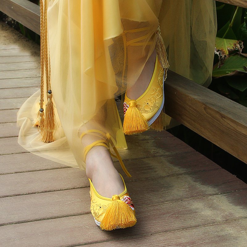 Yellow sedan shoes cloth shoes womens thousand layer bottom Xiuhe shoes tassel flat bottom bride shoes Chinese wedding shoes Bridesmaid shoes