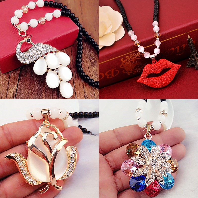 Breast chain jewelry womens clothing accessories 2018 new versatile autumn and winter retro Pendant Necklace womens wood art style decoration