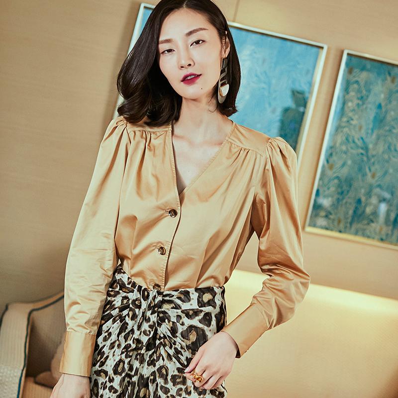王东宁夏港味复古风牛角扣GUAN东秋季女士长袖v领泡泡袖衬衫上
