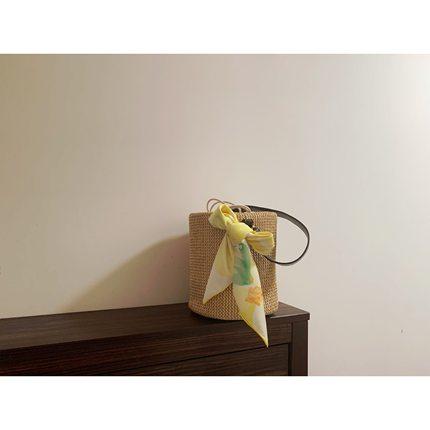 flora法式春天里的温柔淡黄色丝巾
