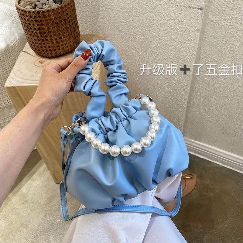 珍珠褶皱软皮云朵包女2020新款韩版时尚圆环手提水桶包斜挎小包女